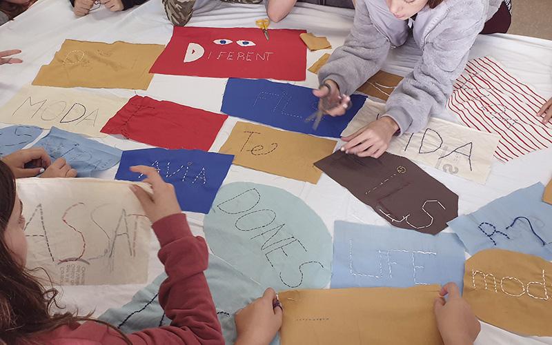 Collage tèxtil - mapa conceptual amb adolescents