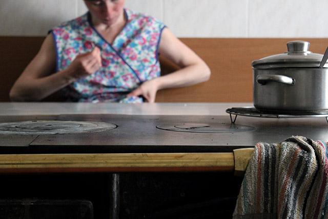 Labrega: cosendo na aldea